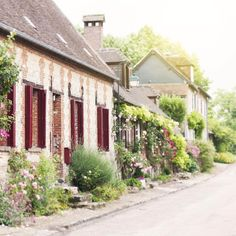 French country dreaming. Bon weekend!