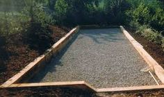 Night lights add a touch of ambience bocce ball court for Quel gravier pour terrain de petanque