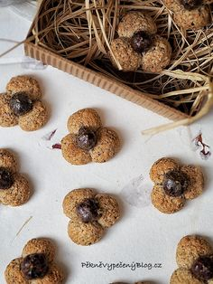 Jetelinky Christmas Sweets, Desert Recipes, Christmas Cookies, Doughnut, Blog, Christmas Crack, Christmas Biscuits, Dessert Recipes, Christmas Candy