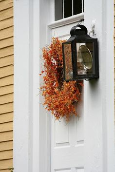 http://wonderfullifefarm.blogspot.com/2011/11/autumn-front-doors-of-new-england.html?m=1