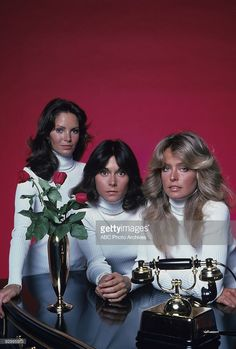 gallery Season One 6/15/76 Jaclyn Smith Kate Jackson and Farrah... News Photo | Getty Images