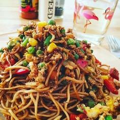 Chinese fried noodles with chicken, egg and vegetables – Chicken Recipes Hamburger Meat Recipes, Healthy Crockpot Recipes, Meatloaf Recipes, Sausage Recipes, Turkey Recipes, Paleo Recipes, Asian Chicken Recipes, Asian Recipes, Mexican Food Recipes