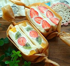 Image may contain: food Fruit Sandwich, Onigirazu, Bento Recipes, Cute Desserts, Cafe Food, Japanese Sweets, Aesthetic Food, Food Packaging, Japanese Sandwich