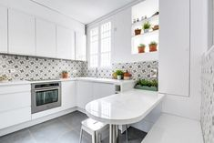 Contemporary Kitchen by As de Carreaux