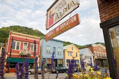 A charming town along Wisconsin's Great River Road, Alma has pleasant restaurants, galleries and inns. Founded by Swedish immigrants, Stockholm, a town of 66 (23 miles northwest of Alma), also has an artsy rep.