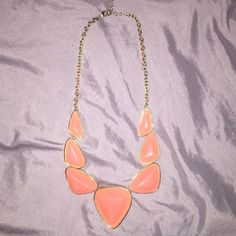 F21 Statement Necklace  Beautiful statement necklace only worn a couple times. The clasp is a little faded (because it's not real gold). Otherwise in perfect condition . Forever 21 Jewelry Necklaces