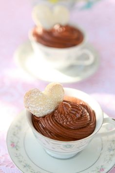 Chocolate mousse and heart shaped cookies in tea cups. #mesadedoces