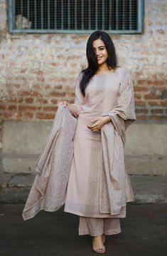 Best Trendy Outfits Part 35 Salwar Designs, Blouse Designs, Dress Indian Style, Indian Dresses, Indian Attire, Indian Ethnic Wear, Pakistani Outfits, Indian Outfits, Indian Designer Suits