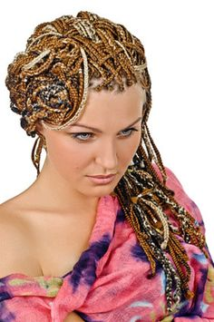 COIFFURE GLAMOUR #TRESSES #AFRICAINES  http://www.vincent-lefrancois.com/actualites/coiffures-glamours_76.html