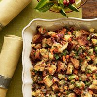 To free up your oven for pies and the turkey on Thanksgiving Day, it's a good idea to make the toasted bread cubes for this dish up to 1 week ahead.