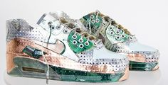 ★ ✯✦⊱ ❤️ ⊰✦✯ ★ Fembot Sculpture by artist Gabriel Dishaw. He upcycles trash and creates very interesting sculptures; he's best known for his series of shoes made from tech-scrap metal. ★ ✯✦⊱ ❤️ ⊰✦✯ ★