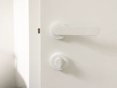 Club Lever R10 in white. This door handle suits most internal and external, swinging door applications.