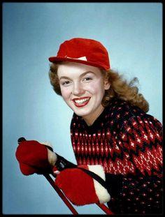 """1946 / Norma Jeane dans """"tous ses états"""", sous l'objectif de Richard C MILLER."""
