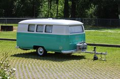 Dub Box USA in Oregon is making some cool campers designed to look like old-school VW buses. Camper Diy, Kombi Camper, Kombi Motorhome, Kombi Home, Volkswagen Bus, Vw T1, Kombi Trailer, Box Trailer, Vintage Caravans