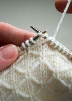 Grid scarf - free guide Free Knitting Pattern , Trellis Scarf - Free Pattern , Free Knitting Patterns Source by AmazingKnit. Knitting Charts, Knitting Stitches, Knitting Patterns Free, Free Knitting, Free Pattern, Purl Bee, Crochet Stitches Patterns, Stitch Patterns, Knitting Projects