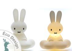 Livraison offerte. Lampe veilleuse plafonnier Miffy en forme de lapin sur un nuage.Cette lampe design convient parfaitement à éclairer une chambre d\'enfant.
