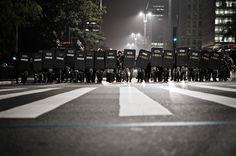 O diretor executivo da Anistia Internacional, Atila Roque, condenou a repressão da Polícia Militar (PM) no 5º Ato Contra o Aumento da Tarifa, realizado nesta quinta-feira (21) em São Paulo. O ato, organizado pelo Movimento Passe Livre (MPL), seguiu pacífico durante todo o trajeto, mas acabou reprimido pela PM, que não aceitou o trajeto decidido pelos manifestantes.