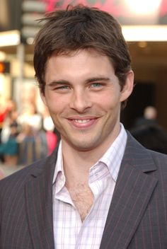 """James Marsden worked the """"Lon"""" charm for the camera.   27 Moments From """"The Notebook"""" Premiere That Will Take You Back"""