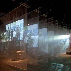 O aspecto etéreo da mostra da Croácia, com projeções audiovisuais em tecidos, serve de meio à denúncia ácida do grupo de arquitetos Pula Group sobre a natureza comum das opressões espaciais e sociais na cidade: