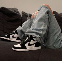 Air jordan black and white shoes sneakers Tenis Nike Air, Zapatillas Nike Air, Nike Air Shoes, Nike Socks, Air Jordan Sneakers, Nike Shoes Outlet, Black White Jordans, Black Shoes, White Nikes