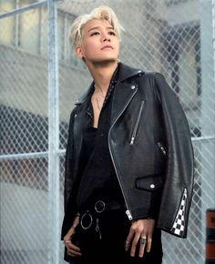 Sunghoon-Sechskies This is such a fantastic look on him Sung Hoon, Gorgeous Men, That Look, Idol, Handsome, Leather Jacket, Pure Products, Kpop Groups, Celebrities