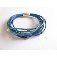 Armband aus Leder-Riemen, mit Würfeln