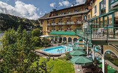 オーストリアの高級ホテルで客室のカードキーを発行するシステムなどがランサムウェアに感染し、宿泊客が部屋から閉め出される事件が起きた。     記事によると、オーストリアの4つ星ホテルRomantik Seehotel Jaegerwirtで電子キーシステムがランサムウェアに感染した。同ホテルがサイバー攻撃を受けたのは今回が3度目だったという。   客室の扉はカード式のキーを使って施錠と開錠を行う仕組みだったが、サイバー攻撃に遭ってこのカードキーのシステムがダウンしたため、宿泊客は自分の部屋に入れなくなった。新しいカードキーのプログラムもできなくなったという。   ホテルのコンピュータシステムは、予約システムやキャッシュデスクシステムも含めてすべてダウンした。この日の宿泊客は約180人。攻撃側は、ビットコインで1500ユーロの身代金を要求していた。