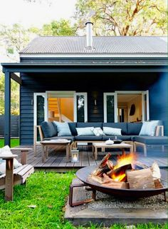 Idea for our fire pit - Great looking outdoor patio with firepit - Wallara Pearl Beach designed by Connor + Solomon Architects (New Zealand)