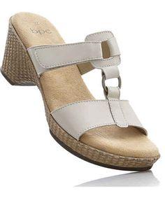 Dámske šľapky v kamenných aj internetových obchodoch. Prezri si aktuálnu kolekciu Jar/Leto 2018 na módnom portáli Glami.sk. Espadrilles, Sandals, Outfit, Shoes, Fashion, Wedges, Keep Running, Leather, Espadrilles Outfit
