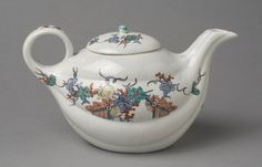 Teapot Made by the Chantilly porcelain factory c. 1730-35