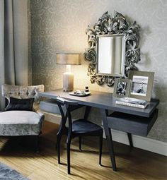 dressing-table-in-silver-domination
