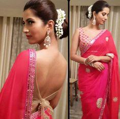 Manasvi Mamgai looking hot in a red saree. Designer Sarees Wedding, Saree Wedding, Wedding Saree Collection, Lovely Girl Image, Simple Sarees, Saree Blouse Designs, Sari Blouse, Blouse Patterns, Red Saree