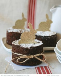 Easter cakes  So sweet, these would look great served on vintage saucers.