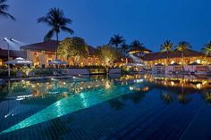 AUD 348 Spread across lush greenery, Sofitel Singapore Resort & Spa offers luxurious resort-styled accommodation with sweeping views of the sunset at Sentosa. Visit Singapore, Vietnam Travel, Asia Travel, Luxury Escapes, Hotels And Resorts, Luxury Resorts, Cheap Holiday, Spa Offers