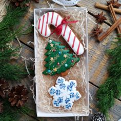 Diy Christmas Gifts For Friends, Christmas Food Gifts, Christmas Sweets, Christmas Baking, Christmas Holidays, Christmas Cookies Packaging, Cookie Packaging, Christmas Sugar Cookies, Christmas Cupcakes