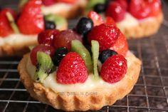 Tartaletas de frutas Easy Tart Recipes, Sweet Recipes, Cooking Recipes, Cupcake Recipes, Dessert Recipes, Holiday Pies, Salty Foods, Sweet Pastries, Mini Pies