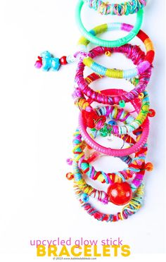 Upcycle used glow sticks into fancy DIY bracelets; no one will ever guess there is an old glow stick underneath! Creative Activities For Kids, Craft Projects For Kids, Fun Crafts For Kids, Creative Kids, Art For Kids, Craft Ideas, Fun Diy Crafts, Preschool Crafts, Arts And Crafts