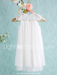 Do you think I should buy it? Flower Girl Dresses Boho, Lace Flower Girls, Wedding Dresses For Kids, Short Bridesmaid Dresses, Wedding Ideas, Première Communion, Girls Dresses Online, A Line Shorts, Mini Vestidos