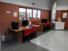 Sala Trabajo en Grupo Conference Room, Desk, Table, Furniture, Home Decor, Group Work, Libraries, Homemade Home Decor, Desktop