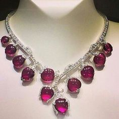 "Amazing rubellite tourmaline and diamond necklace by Van Cleef & Arpels ""Les Jardins"" collection! Red Jewelry, Luxury Jewelry, Modern Jewelry, Fine Jewelry, Jewelry Necklaces, Fashion Jewelry, Jewellery, Ruby And Diamond Necklace, Geometric Jewelry"