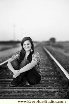 69 best railroad track pictures images in 2014 Senior Photography Poses, Line Photography, Senior Portraits Girl, Teen Girl Photography, Senior Girl Poses, Girl Senior Pictures, Portrait Poses, Dance Pictures, Outdoor Photography