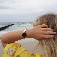 Nowy model @danielwellington Classic Petite Bondi Black już w sprzedaży! Zegarek black&white - biały pasek, czarna tarcza, elementy Rose…