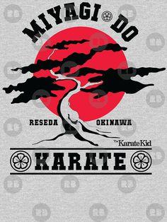 Camiseta 'Karate Kid - Mr Miyagi Do Red Variant' de Candywrap Design The Karate Kid 1984, Karate Kid Cobra Kai, Miyagi, Cobra Kai Shirt, Ralph Macchio, Classic Movies, Tattos, Good Movies, Bonsai