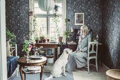 Oväntad överraskning under parketten Living Room Lounge, Home Living Room, Home Interior Design, Interior Decorating, Dream Decor, Scandinavian Interior, Cool Rooms, New Room, Elle Decor
