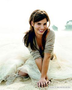 Sandra Bullock- What a beautiful woman! I love her <3