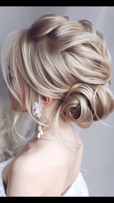 wedding hair videos Lets look at the best bridal hair styles and tutorials weve chosen for you! Wedding Hair Half, Boho Wedding Hair, Bridal Hair, Wedding Bride, Wedding Updo, Elegant Wedding, Perfect Wedding, Elegant Updo, Wedding Beauty