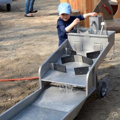photos on the subject of water play Water Playground, Natural Playground, Playground Design, Backyard Playground, Landscape And Urbanism, Water Activities, Kid Spaces, Water Garden, Water Features