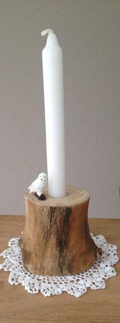 * woodgoods * kaarsenstandaard houten tak met vogeltje   7,50 euro