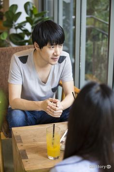 『엄마, 일단 가고 봅시다!』태원준 작가를 만나다 - 그는 창밖을 내다보며 무슨 생각을 하고있는 걸까요?