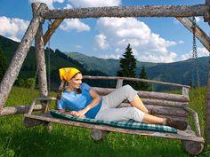 Kenner kommen zum Wandern nach Großarl, weil sie den reizvollen Anblick der imposanten Hohen Tauern und die Herzlichkeit und Gastfreundschaft in den zahlreichen Almen schätzen. Outdoor Furniture, Outdoor Decor, Hammock, Mists, Hiking, Vacation, Summer, Nature, Hammocks